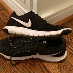 Women's Nike black and white sneakers 9.5